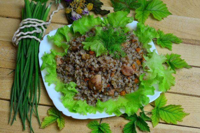 кашу подают со свежей зеленью