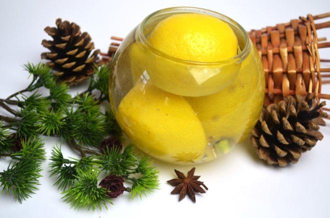 Лимоны сначала моют