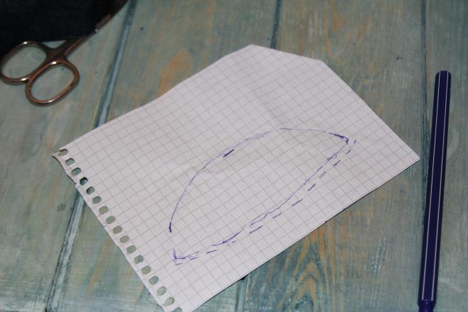 Вырезаем бумажную выкройку