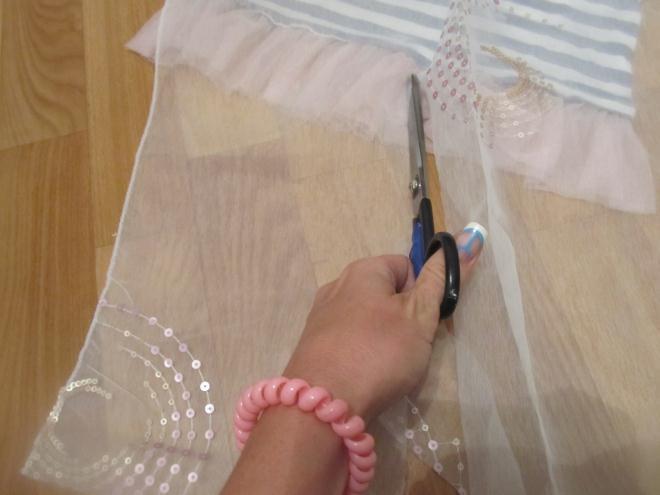Раскладываем и примеряем ткань