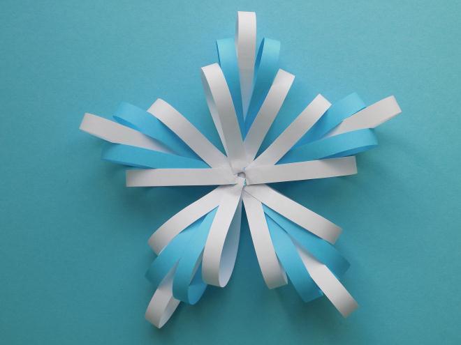 равномерно закрепим все 5 элементов нашей снежинки