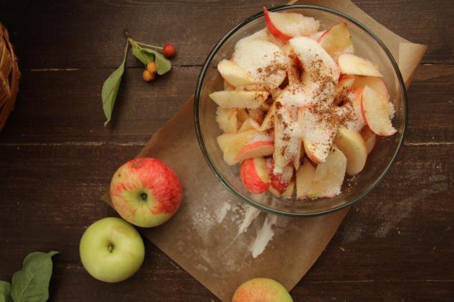 яблоки можно дополнить корицей