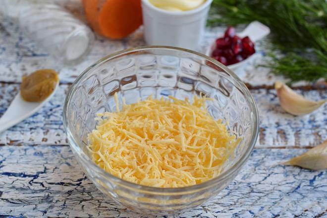 Твердый сыр измельчить