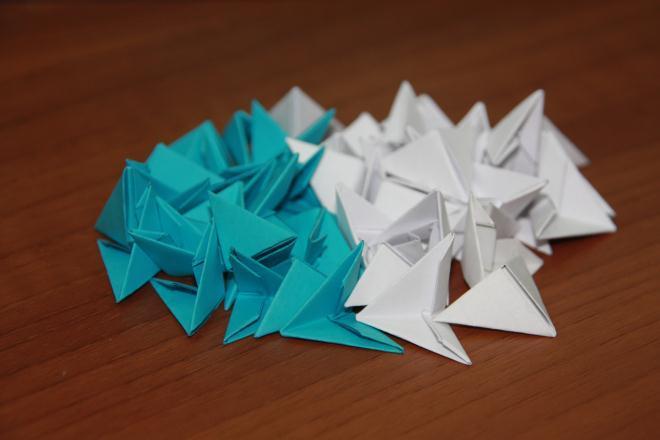 54 модуля: 30 белых и 24 голубых