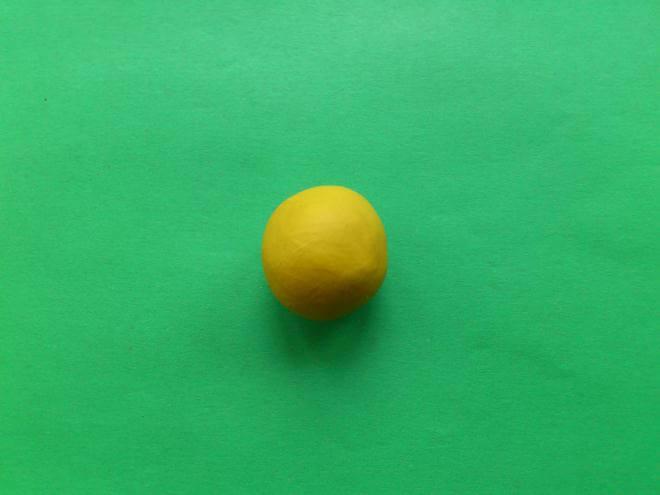 Мягкая заготовка из желтого пластилина
