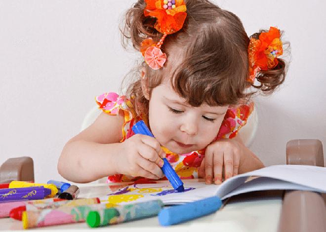 Дети постарше могут рисовать сами