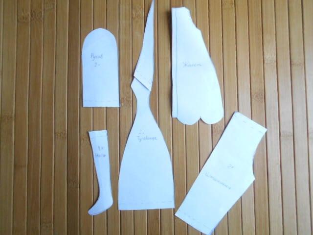 Перенесите элементы выкройки на ткань